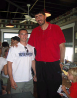 Pete (with Gheorghe Muresan